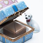 【バレンタイン限定】<br/>リモージュボックス入り<br/>ショコラ・フレ<br/>「ギフトボックスと犬」