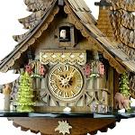 家族の団らんを温かく見守る、ドイツ製の本格的な鳩時計